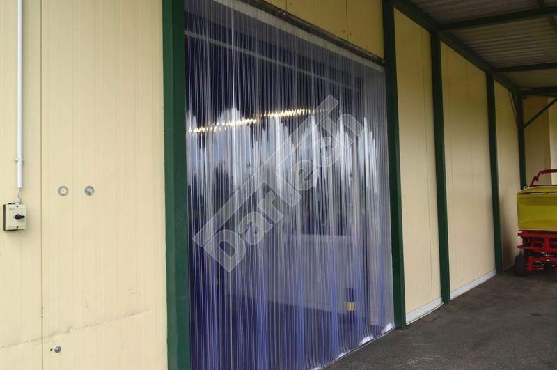 Bordás PVC szalagokból készült függöny