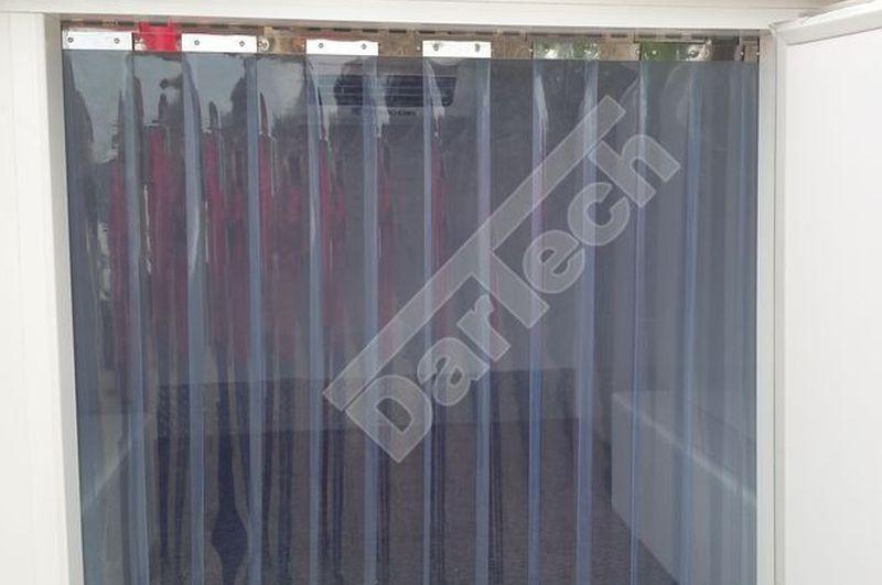 Bordás PVC szalagokból készült hőfüggöny hűtőautóra