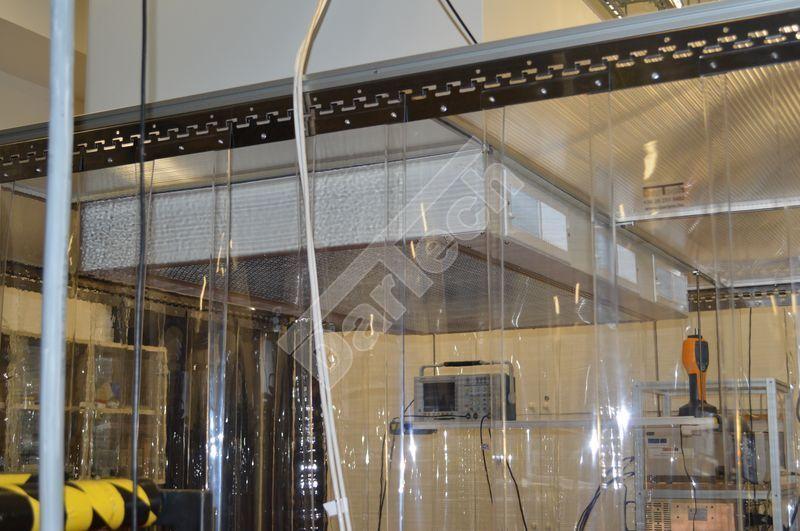 Védőfüggöny, térelválasztó műhelyben